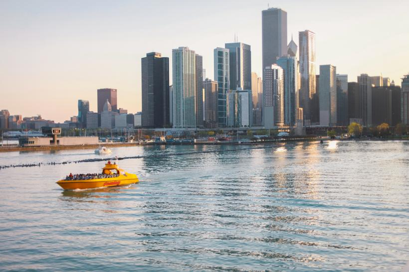 Architecture & Sightseeing Cruises. Take in Chicago's iconic skyline and the scenic Chicago River with sightseeing cruises at Navy Pier! Ranging from minutes in length, sightseeing cruises offer guests panoramic city views along with entertaining and enlightening commentary about Chicago's architecture and history.