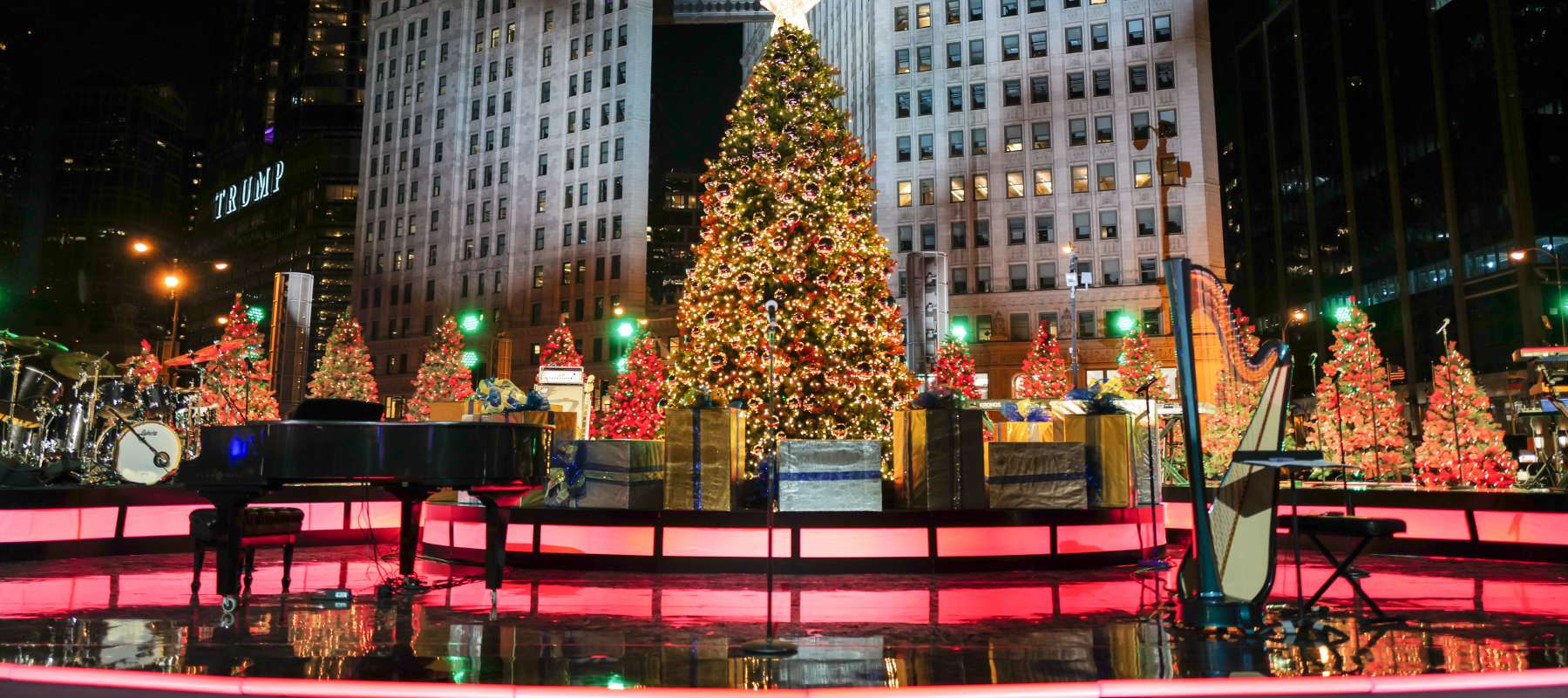 2021 Christmas Light Show In Cleveland Ohio 6 Miles Broadcast Schedule Lights Festival
